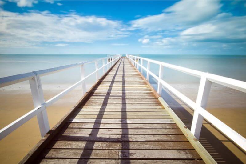 地平線の見える桟橋