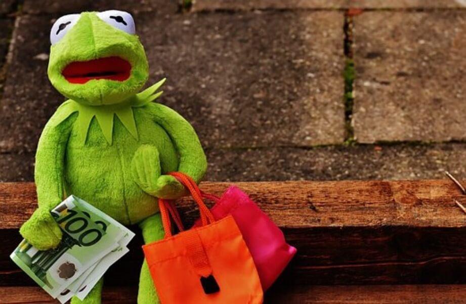 ショッピングするカエル