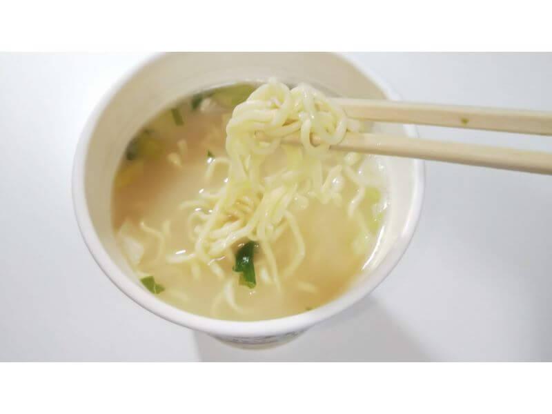 ローカーボヌードル「まろやか鶏白湯」麺