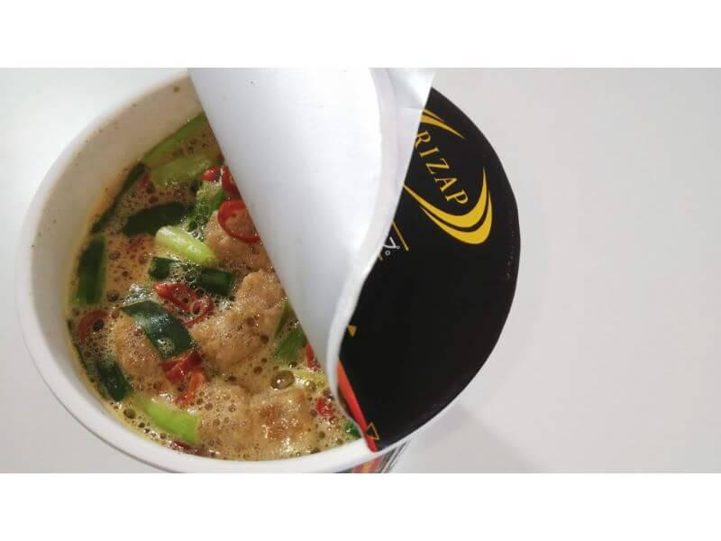 RIZAPカップ麺、麻辣湯麺 お湯投入
